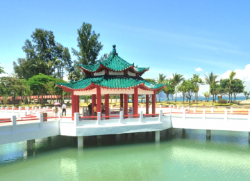Guided Kusu Tour by High-Tea Cruise + Seafood Dinner